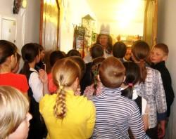 Книжная королева встречает детей