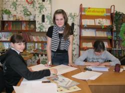 девушки в библиотеке